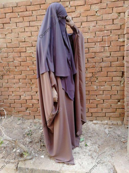 Abaya Bint.a by Oummi Abi Moi Taupe rosé Whool Peach profil